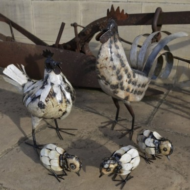 cockerel-hen-3-chicks-555x555